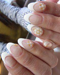 「やっぱリアルフレンチが好きですわ♡  #manicloset #instagood #look #nails #pic #ootd #notd #french #white #coordinate #fashion #beauty #beautiful #omg #nailart…」