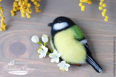 """Купить Брошь """"Синица"""" (валяние, фелтинг, весна, птица, цветы) - комбинированный, птица на ветке"""