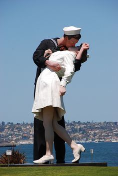 "Visit the famous sculpture ""Unconditional Surrender"" at the San Diego waterfront #thekiss #sandiego"
