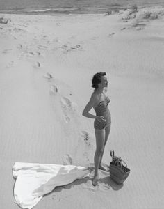 on the beach, Photo by Ronny Jacques Vintage Bathing Suits, Vintage Swimsuits, Vintage Photographs, Vintage Photos, Vintage Outfits, Vintage Fashion, Bathing Beauties, Vintage Beauty, Portraits