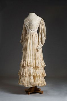 1832 Embroidered cotton muslin or mull wedding dress. The donor's great-grandmother, Margaret Emma Izard (1811-1856), wore this dress she married Nathaniel Russell Middleton on January 18, 1832.  Via Charleston Museum, flickr.