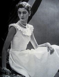 Carmen Dell'Orefice First Vogue Cover 1947 Carmen Dell'orefice, Vintage Beauty, Vintage Fashion, Vintage Style, Fashion Through The Decades, 139, Vogue Magazine, Women In History, Classy Women