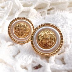 These beauties would be gear as bride earrings on her special day!!! White & gold; what could be any better?