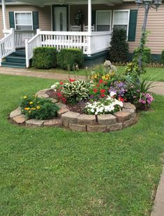 Cheap landscaping ideas for your front yard that will inspire you Cheap Landscaping Ideas, Small Front Yard Landscaping, Front Yard Design, Home Landscaping, Landscaping Design, Landscaping Rocks, Design Jardin, Low Maintenance Landscaping, Yard Maintenance