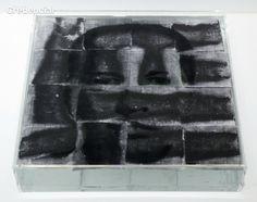 Protografías de Oscar Muñoz. Narcisos (polvo de carbon sobre agua