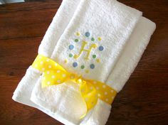 Monogrammed towel set bath towel and matching hand by maryandlucy, $30.00 Monogram Towels, Embroidery Monogram, Towel Set, Monograms, Bath Towels, Machine Embroidery, Decor Ideas, Sewing, Unique Jewelry