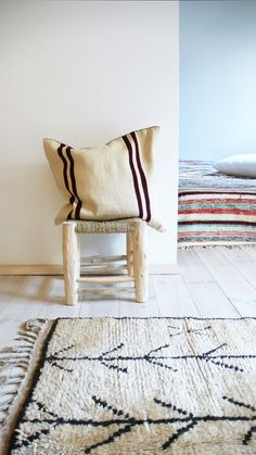 Moroccan Kilim pillow cover - ecru and bordeaux