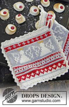 DROPS Christmas: Knitted DROPS pot holder in Paris with angels.
