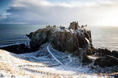 Dunnottar Castle: Aberdeenshire, Schottland | 12 britische Wahrzeichen, die danach schreien, das Versteck eines Bond-Bösewichts zu werden