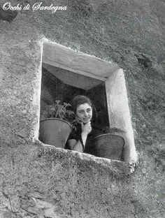 Italia povera anni 50 sardegna photo by federico for Ragazza alla finestra quadro