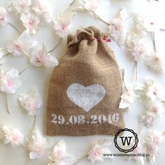 jute zakje met trouwdatum: #origineel kado #bruiloft of voor de bruidsmeisjes.