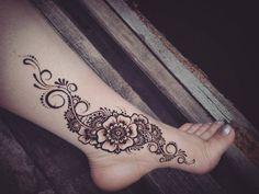 Flower foot henna