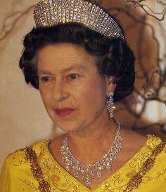 Queen Elizabeth Crowns and Tiaras   Queen Elizabeth II Tiaras & Necklaces 1: Nov 2005-Nov 2007 - Page 4 ...