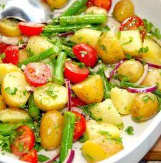 Danish Food, Healthy Salads, I Love Food, Great Recipes, Potato Salad, Side Dishes, Vegetarian Recipes, Food Porn, Food And Drink