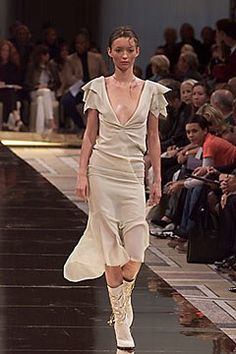 Chloé Spring 2000 Ready-to-Wear Fashion Show Collection
