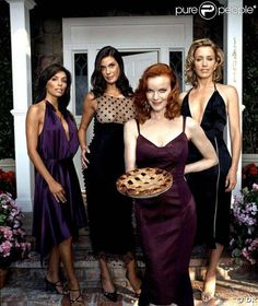 Desperate Housewives - idc that its over. Forever addicted to Wisteria Lane, Desperate Housewives House, Gabrielle Solis, Miss And Ms, Felicity Huffman, Domestic Goddess, Eva Longoria, Favorite Tv Shows, It Cast, Celebs
