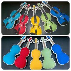 Almofadinhas de feltro em formato de violino tamanho 1/16