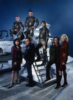 battlestar galactica - an awesome space opera (and no, I did not feel in any way cheated by the finale)