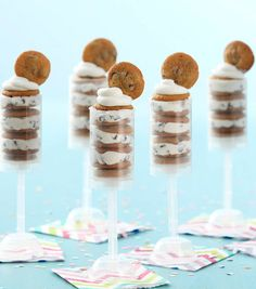 How To Make Chocolate Chip Cookie Pops Make Chocolate Chip Cookies, Brownie Cookies, How To Make Chocolate, Yummy Cookies, Birthday Treat Bags, Birthday Cookies, 5th Birthday, Cookie Recipes, Dessert Recipes