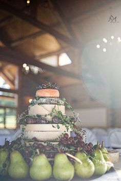 """weddingwonder:  The """"cake"""" is made up of different cheeses placed upon each other to look like a cake."""