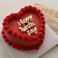 ↳ aesthetic theme ideas **COMPLETED** - ✹ red velvet - Wattpad Pretty Birthday Cakes, Pretty Cakes, Cake Birthday, Mini Cakes, Cupcake Cakes, Frog Cakes, Rodjendanske Torte, Simple Cake Designs, Simple Cakes