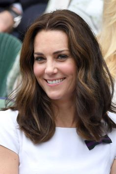 This is what Kate Middleton's beauty look was like before she joined the royal family - From early Noughties braids to perfect Princess curls, we chart Kate Middleton's best hair and be - Kate Middleton Bikini, Kate Middleton Makeup, Estilo Kate Middleton, Kate Middleton Outfits, Princess Kate Middleton, Kate Middleton Style, Kate Middleton Haircut, Pippa Middleton, Kate And Pippa