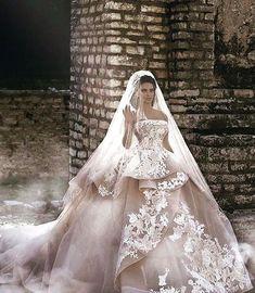 @saiidkobeisyofficial #fashion #hautecouture #style #fashionista #chic #elegant #fashionblogger #beautiful #instafashion #embroidery #wedding #beauty #design #details #moda #trendy #trend #fashionable #designer #stylist #stylish #art #vogue #ootd #inspiration #dress #designer #accessories #beauty #streetstyle#wedding