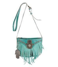 De Small Square Bag van Pretty Hot And Tempting is een trendy tasje van geitenleer. De tas is voorzien van de hand van fatima en geitenhuid. De tas sluit middels een ritssluiting en heeft een verstelbare schouderband. De binnenkant is voorzien van een groot binnenvak en een vak met ritssluiting. Aan de tas is de hand van Fatima bevestigd wat staat voor geluk. De ideale tas voor een festival!