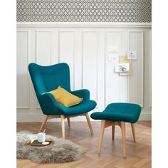 Top Advice on Scandinavian Petrol Blue Armchair nice What You Can Do About Scandinavian Petrol Blue Armchair Beginning in the Next 4 Minutes Regarding color, it's often sensible to choose something which. New Living Room, Living Room Chairs, Home And Living, Living Room Decor, Small Living, Poltrona Vintage, Vintage Sofa, Interior Design Living Room, Living Room Designs