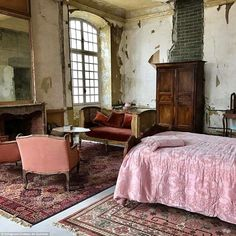 French Country Bedroom Decor and Ideas French Country Bedrooms, French Country Style, French Country Decorating, Old House Decorating, Decorating Ideas, Decor Ideas, Chateau De Gudanes, Farmhouse Remodel, French Chateau