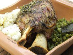 La mia ricetta personale per lo stinco di maiale con sapori tipici greci. Una ricetta semplice ed al tempo stesso particolarmente saporita.