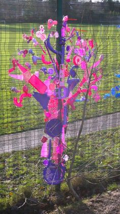 Rainbow Trees From Up-cycled Plastics Recycled Art Recycled Plastic Recycled Art Projects, Recycled Materials, Recycled Garden Crafts, Recycle Crafts, Rose Trees, Pink Trees, Reggio Emilia, Fence Weaving, Bottle Cap Art
