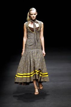 Love the bottom of the dress but with upper tightly fitted African Print Dresses, African Wear, African Fashion Dresses, African Dress, African Prints, African Clothes, African Style, South African Traditional Dresses, Traditional Outfits