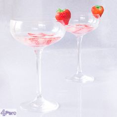 Strawberry prosecco cocktail - English recipe - Strawberries and prosecco wine are a great combination. And you can make this delicious cocktail which is great as a signature drink for your party, Valentines dinner or New Year's Eve