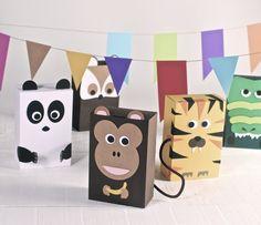 Entre que llega la primavera y no llega, que estamos ya fritos con tanto invierno, el Carnaval nos da un respiro. Los críos se lo pasan bomba con los disfraces, y nosotros haciéndoselos y fotografiándoles. Además, están tan monos… Si encima tenemos una fiesta preparada para estos días el éxito estará asegurado, si utilizamos cajas … Lets Do It, Box Bag, Packaging Design, Bookends, Safari, Kids Outfits, Wraps, Packing, Paper Crafts
