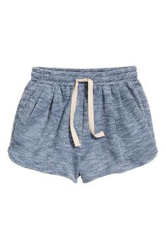 Short sweatshirt shorts: Short shorts in sweatshirt fabric with an elasticated drawstring waist, side pockets and pleats at the front.