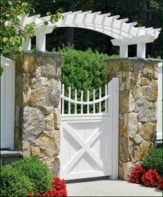 Cellular Vinyl Spindle Top Gate | Entrance Gates, Wood Gates, and more online from Walpole. Woodworkers