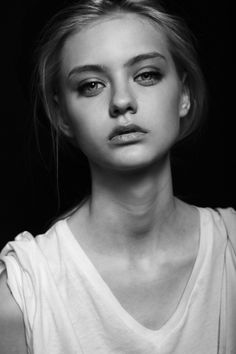 Nastya Kusakina is a Russian fashion model ⭐⭐⭐🌹 Beauty Portrait, Female Portrait, Black And White Portraits, Black And White Photography, Girl Face, Woman Face, Photography Women, Portrait Photography, Photography Ideas