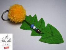 Schlüsselanhänger Löwenzahn aus Filz, Wollpompom und Perlen http://de.dawanda.com/shop/sonnenlicht