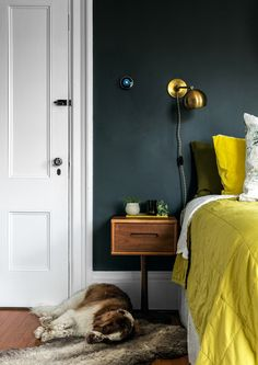 House beautiful kitchens farrow ball New Ideas Farrow Ball, Living Room Green, Bedroom Green, Master Bedroom, Living Rooms, Farrow And Ball Bedroom, Studio Green, Luxury Duvet Covers, Modern Side Table