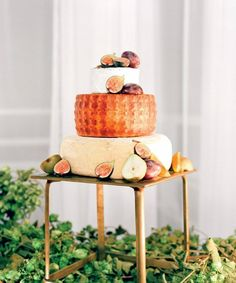 """""""Step up your cake game by using cheese barrels as an alternative to the usual cake tiers. This 'cheese cake' by @rootcatering is a unique and impressive…"""""""