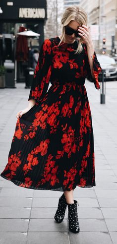#spring #outfits woman in black and red floral long-sleeved dress outfit. Pic by @somewherelately