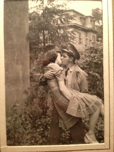 "fuckyeahvintage-retro: "" ""My favorite picture of my grandparents. My grandfather had just got back from war"" (via) "" Couples Vintage, Vintage Abbildungen, Photo Vintage, Vintage Kiss, Vintage Romance, Modern Romance, Vintage Stuff, Vintage Pictures, Old Pictures"