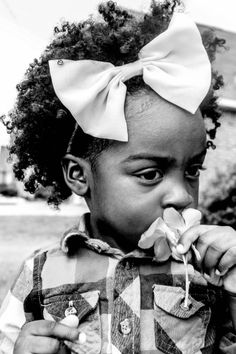 Taking time to smell the flowers #model#childmoderl#childfashion#nature#naturalhair#photography