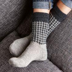 Ravelry: Soxx No. 21 pattern by Kerstin Balke Lots Of Socks, My Socks, Knitting Socks, Hand Knitting, Knitting Patterns, Knit Socks, Patterned Socks, Striped Socks, Ravelry