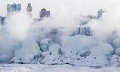 Thác Niagara đóng băng sau nhiều ngày nhiệt độ xuống dưới 0 độ C.