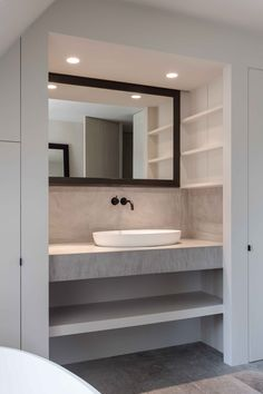 Organize and Decorate a Guest Bathroom Stylish Bathroom, Bathroom Remodel Shower, Bathroom, Loft Bathroom, Bathroom Toilets, Bathroom Wallpaper, New Bathroom Ideas, Bathroom Mirror Cabinet, Bathroom Mirror