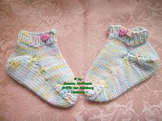 ~ NEU ~ handgestrickte Babysocken ~ Sneaker ~ Fußlänge ca. 8,5 cm ~ (0023)