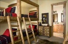 Hochbett im Kinderzimmer natur holz treppe