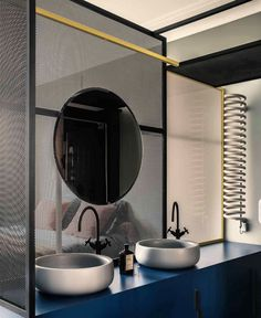 An Apartment In Paris Featuring Pieces From The History Of Design: French Metal Rack by Marcante – Testa Architetti Contemporary Interior Design, Interior Design Studio, Bathroom Interior Design, Bad Inspiration, Bathroom Inspiration, Ideas Baños, Decor Ideas, Metal Rack, Bathroom Toilets
